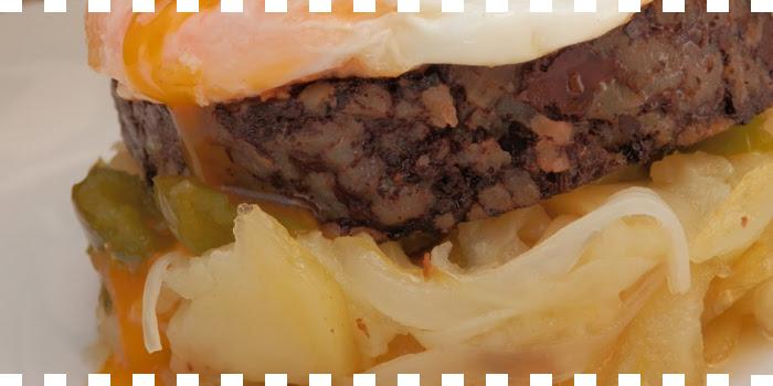 Patatas a lo pobre con morcilla de Burgos